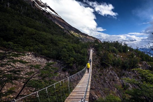Chile-Trekking-Patagonia-Torres-del-Paine-O-Circuit-Suspension-Bridge
