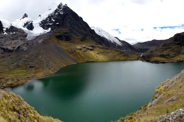 Peru-Ausangate-Rainbow-Mountain-Trek-Lagoons
