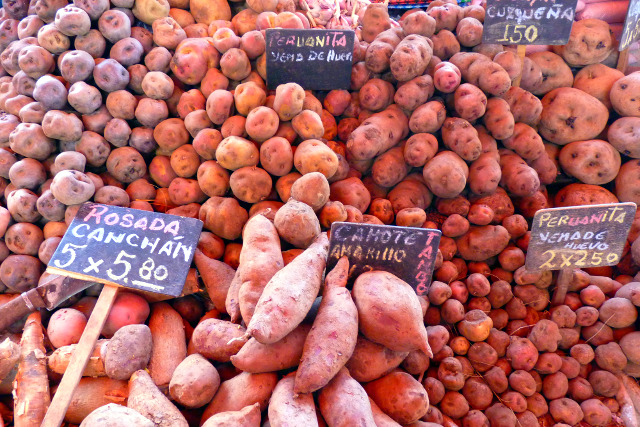 Vegan-Travel-Peru-Market-Potatoes