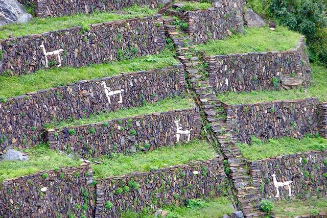 Peru-Choquequirao-Trek-with-Machu-Picchu-Llama-Figures