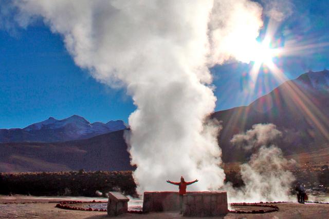 Bolivia-Uyuni-Salt-Flat-Colored-Lagoons-Geysirs
