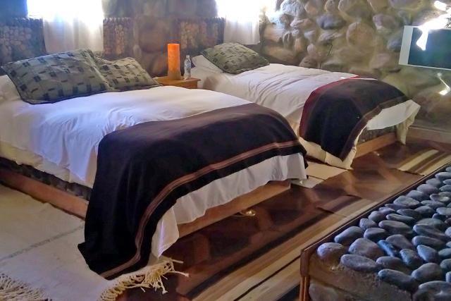 Bolivia-Uyuni-Salt-Flat-Colored-Lagoons-Hotel-Room