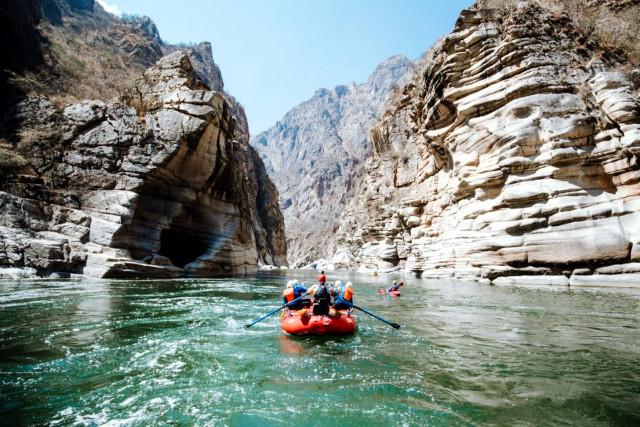 Peru-Family-Trip-Rafting