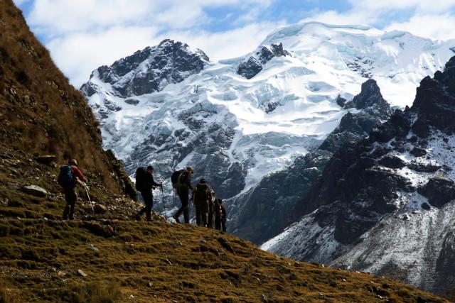 Peru-Hiking-Huayhuash-Circuit-Hikers