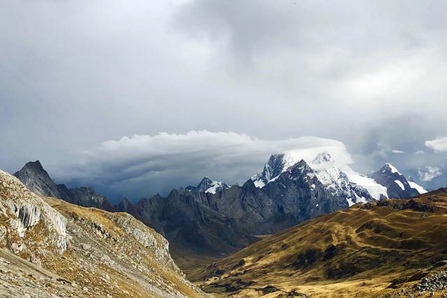 Peru-Hiking-Huayhuash-Circuit-Mountains